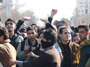 Video/ İran prostestoları:Mollalar Allah gibi davranıyor!