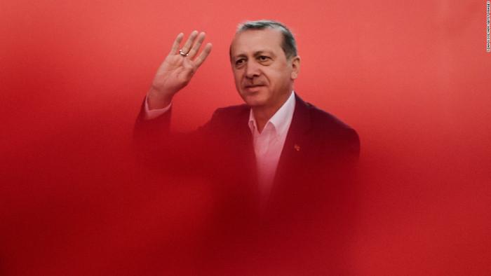 'Erdoğan Çukuru' Daniel Finn yazdı