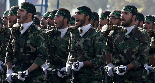 İran Devrim Muhafızları kentlere indi!