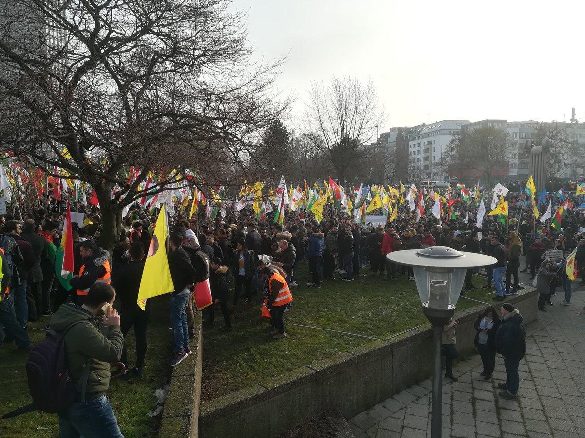 VİDEO/ Köln'de binlerce Kürt Efrîn için alanda