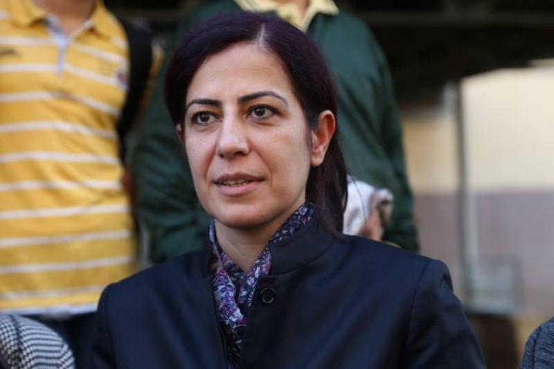 Ayla Akat gözaltına alındı