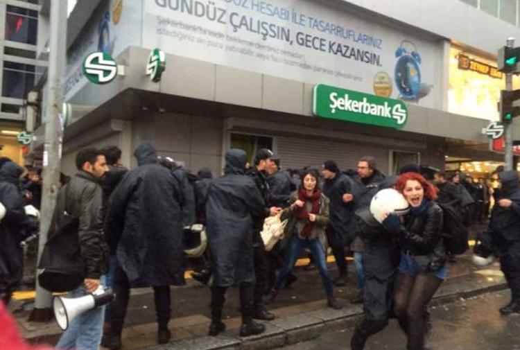 Türk devletinin 8 Mart klasiği: Kadına tazyikli su ve gözaltı
