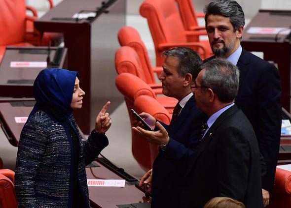 Meclis'te Afrin tartışması: AKP'li vekil HDP'li Toğrul'un üzerine yürüdü, 3 vekil yaralandı