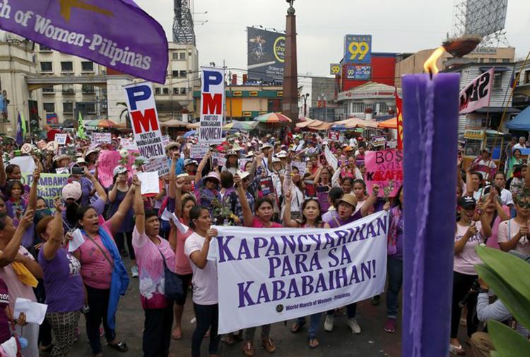8 MART/ Dünya kadınları alanlarda...