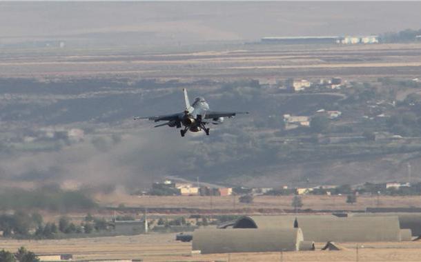 Türkiye jetleri Suriye askerini vurdu