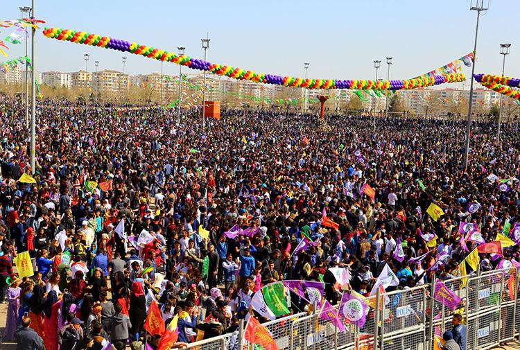 Newroz ateşi her yerde yakıldı!