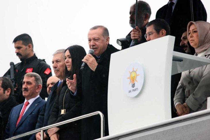 Erdoğan bu kez öğrencileri terörist ilan etti: Okuma haklarını ellerinden alacağız