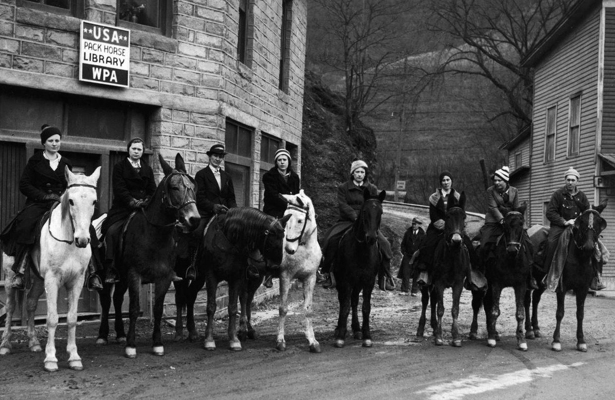 Atlı Kadın Kütüphaneciler