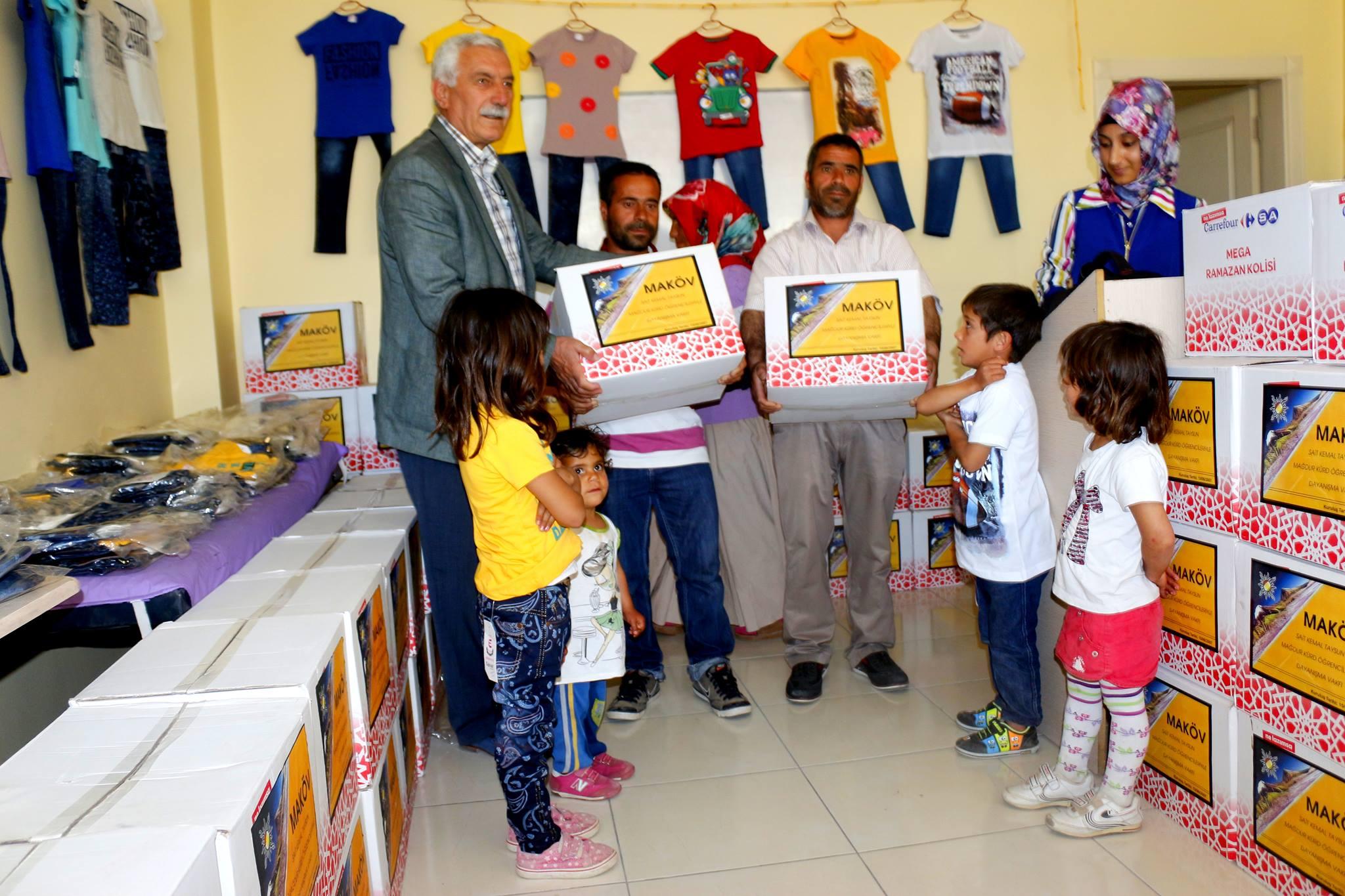 Maköv'den yoksul Kürt çocuklarına yardım