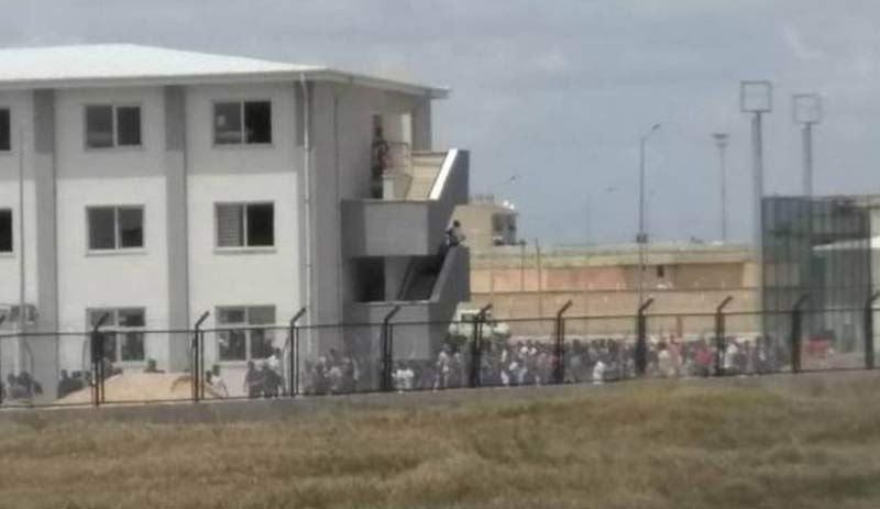Diyarbakır Cezaevi karıştı!
