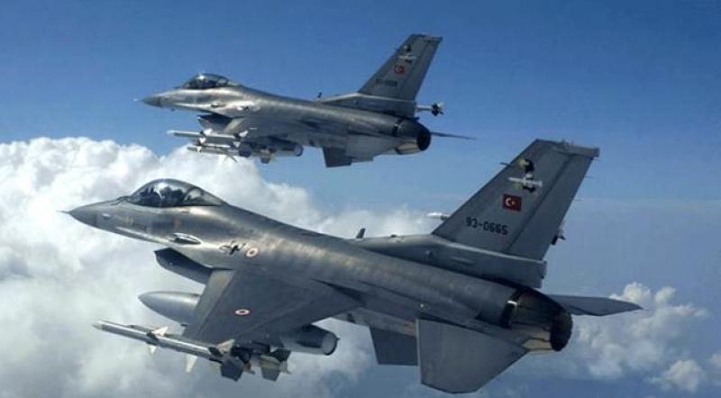 Uçaklar Kandil, Zap ve Xakûrk bölgelerini bombaladı