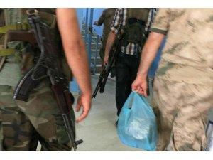 Kulp/ Asker ve korucular silahla okulun içinde geziyor