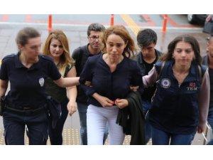 Kürt şarkıcı tutuklandı