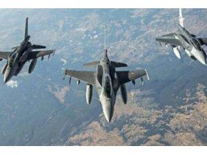 Koalisyon'dan Esad güçlerine hava saldırısı..En az 40 ölü