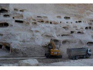 Hasankeyf'te beş katlı yüzlerce yeni mağara bulundu...Onlar da sulara gömülecek!
