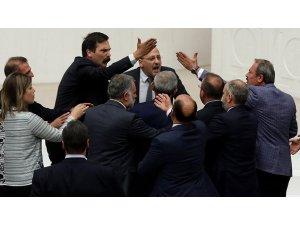 AKP'den Ahmet Şık'a tazminat davası