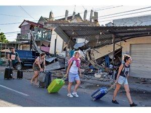 Endonezya'da deprem: Yaklaşık 150 kişi yaşamını yitirdi