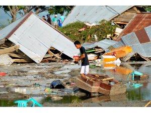 Endonazya'da 7.5 büyüklüğündeki depremde ölü sayısı 384'e yükseldi