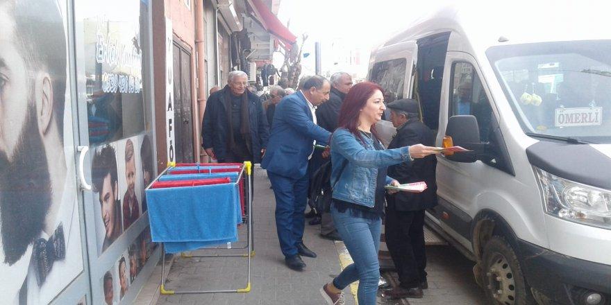 Bağımsız adaylar Mardin'in ilçelerinde bildiri dağıttı