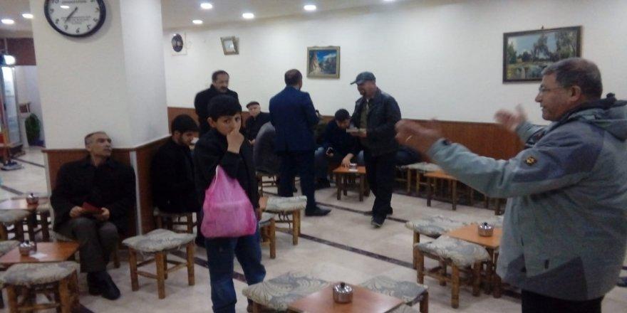Feyyaz Ekmen 42 kahvehaneyi ziyaret etti