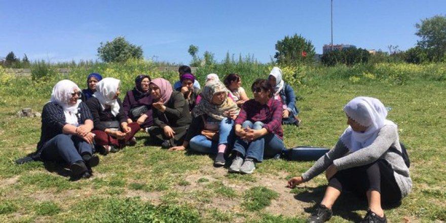 Bakırköy Cezaevi önünde oturma eylemi yapan annelere polis tacizi
