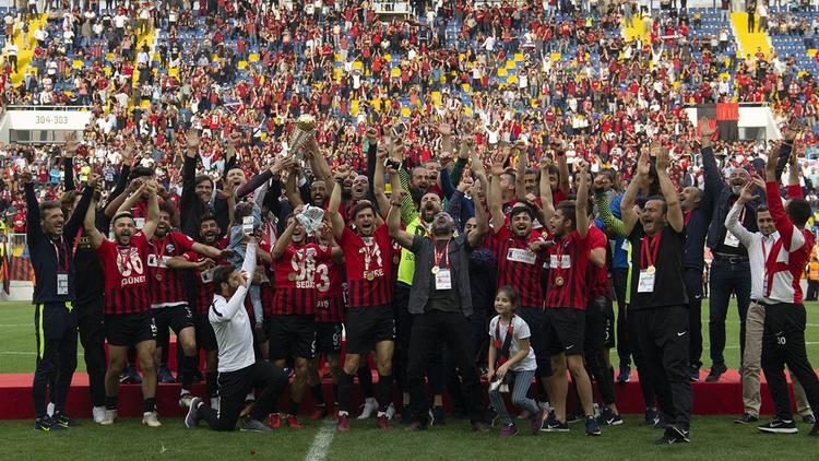Van Büyükşehir Belediyespor 2. lige yükseldi