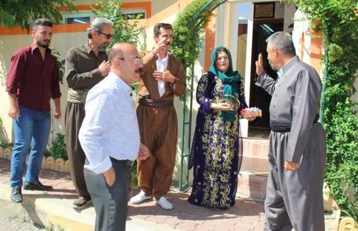 Kakeyi Kürtlerinden, Müslüman Kürtlere bayram ziyareti