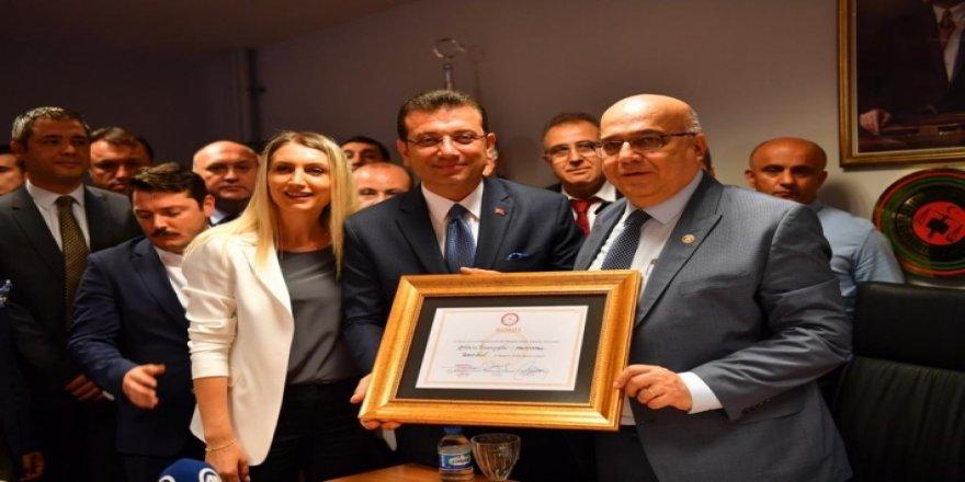 İmamoğlu İstanbul mazbatasını aldı!
