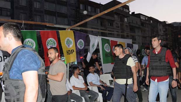 Demokrasi nöbeti tutan HDP'lilerin çadırına polis baskını