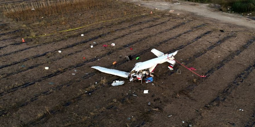 Katar'da iki uçak çarpıştı!