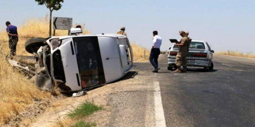 Silvan yolunda minibüs otomobile çarptı: 12 yaralı