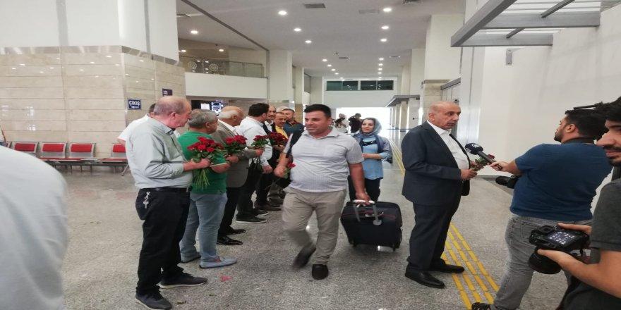 Trabzon'daki linç girişimini protesto için, Hewler yolcuları Diyarbakır'da güllerle karşılandılar