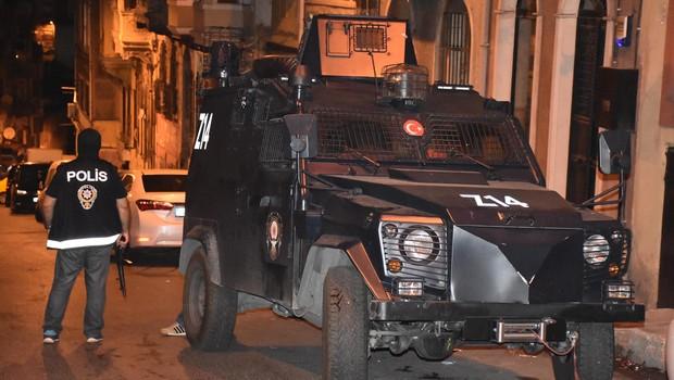 HDP İstanbul İl binasında Arama; 17 gözaltı
