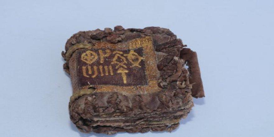 Diyarbakır'da altın yazmalı kitap ele geçirildi