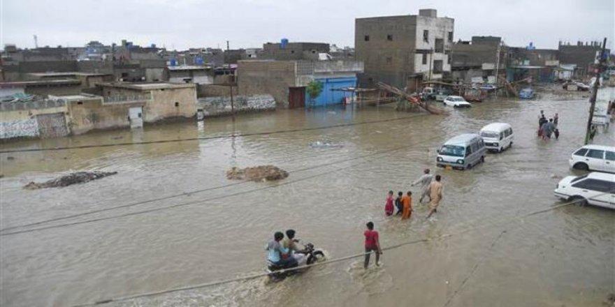 Pakistan'daki sel felaketinde ölü sayısı artıyor
