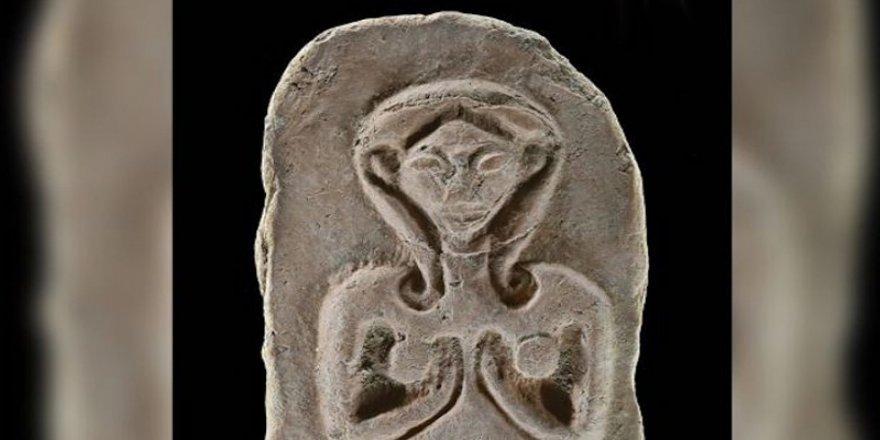 Çıplak kadın betimli 3.500 yıllık kil tabletler bulundu