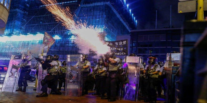 Gerginlik tırmanıyor: Çin askerleri stadyumda, zırhlı araçlar sınırda