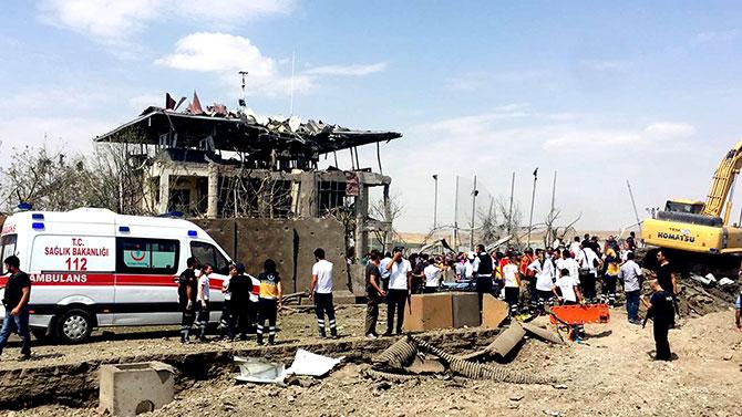 Diyarbakır'da Trafik Denetleme Merkezi'ne bombalı saldırı