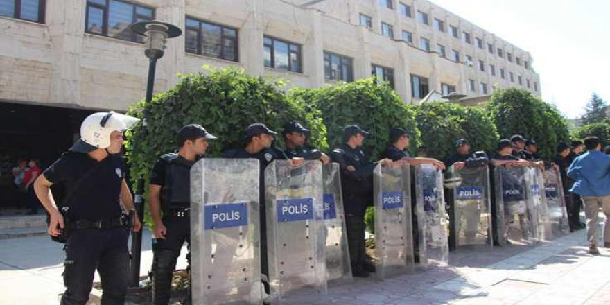"""Diyarbakır'a Kayyum Hazırlığı Seçimden 1 Gün Sonra Başladı"""