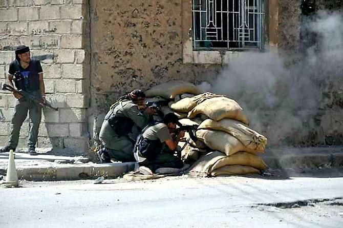 Suriye, Haseke'de YPG'nin Noktalarını Bombalıyor