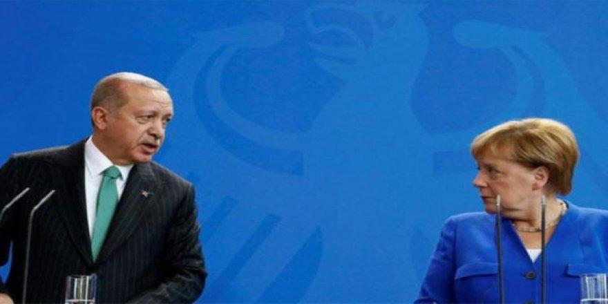 Erdoğan Merkel'den hem para hem Suriye projesine destek istiyor