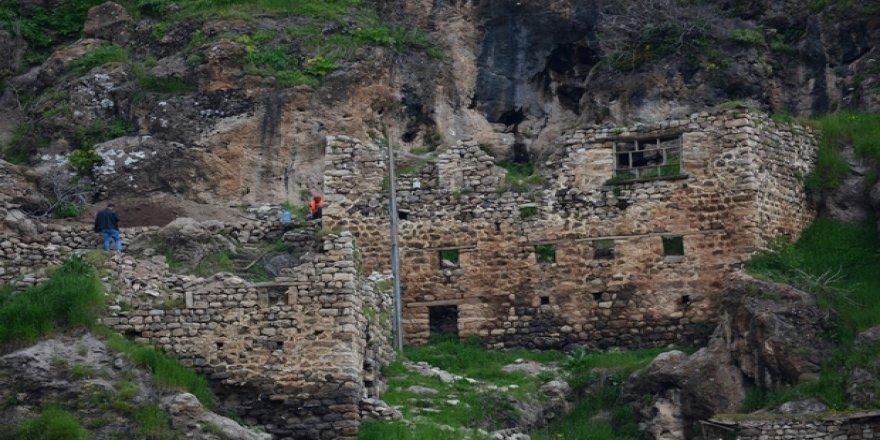 Hakkari'de 400 yıllık taş evler, butik otele dönüştürülüyor