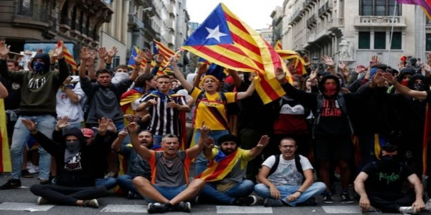Katalonya'da on binlerce kişi sokaklara çıktı, genel grev düzenlendi
