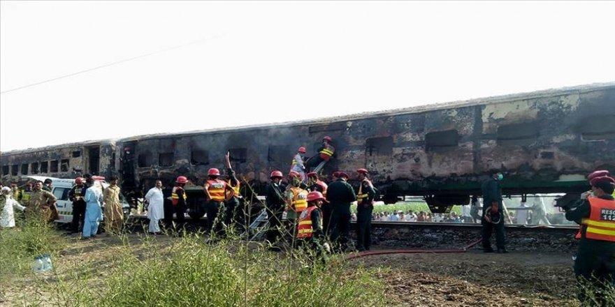 Li Pakîstanê agir bi trenê ket: 62 kes mirin