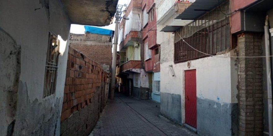 Diyarbakır'da babasını öldüren genç polise teslim oldu