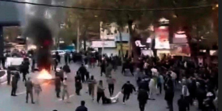 İran'da silahsız protestoculara yaylım ateşi: 100 ölü