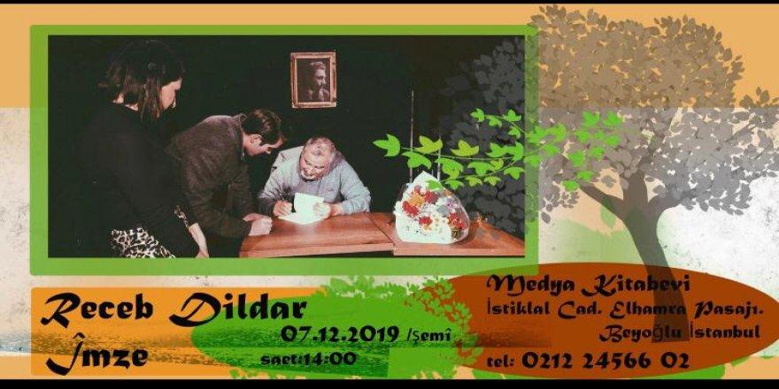 Yazar Recep Dildar imza günü düzenliyor.