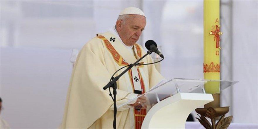 Papa Francis taciz vakalarının soruşturulmasını engelleyen 'papalık sırrı'nı feshetti