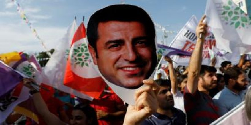 Demirtaş: Barış denilince AKP Hükümeti neden kırmızı görmüş boğaya dönüyor?