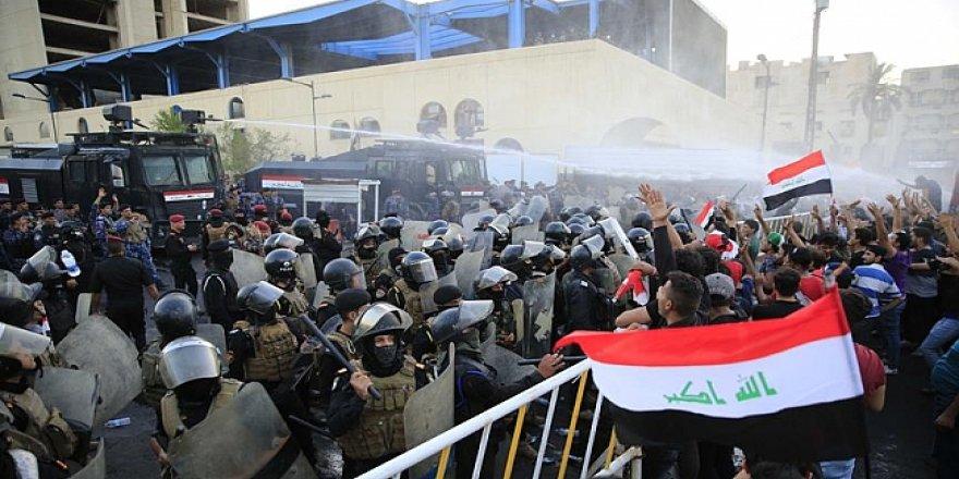 Bağdat'ta gösteriler tırmandı: Ölü ve yaralılar var